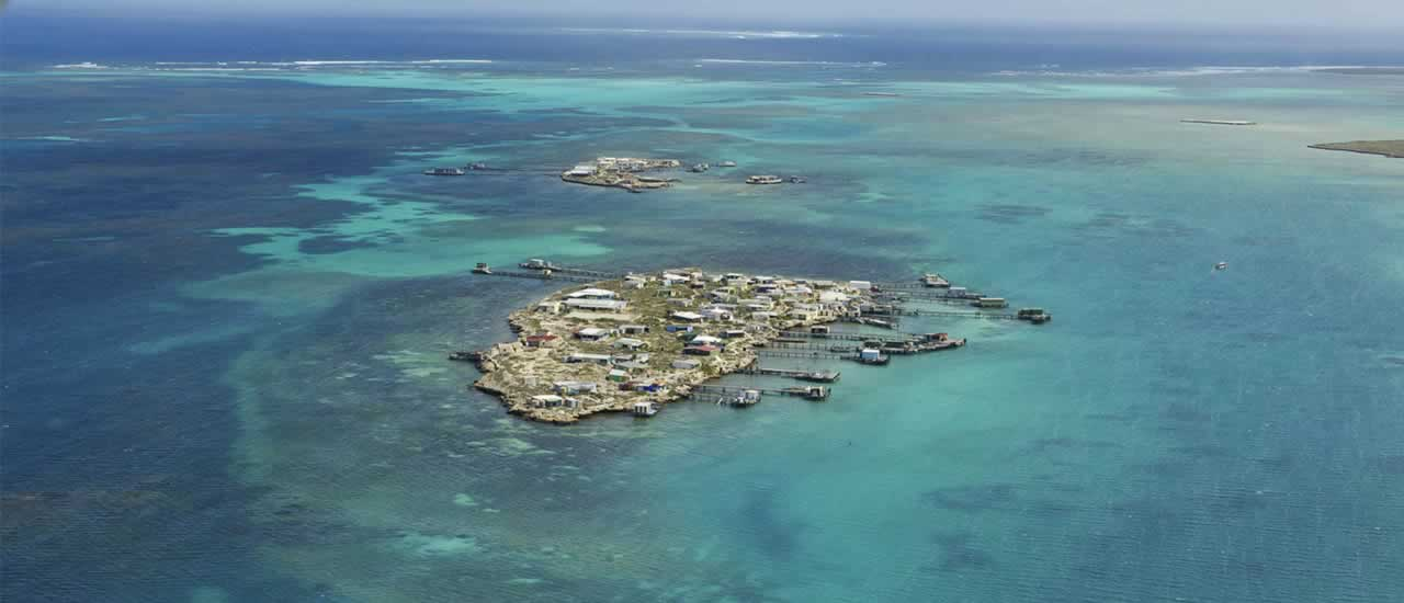 abrolhos islands scenic flights